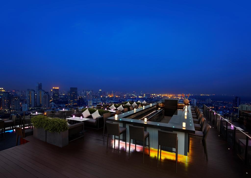 Zoom At Anantara Sathorn Rooftop Bar Bangkok