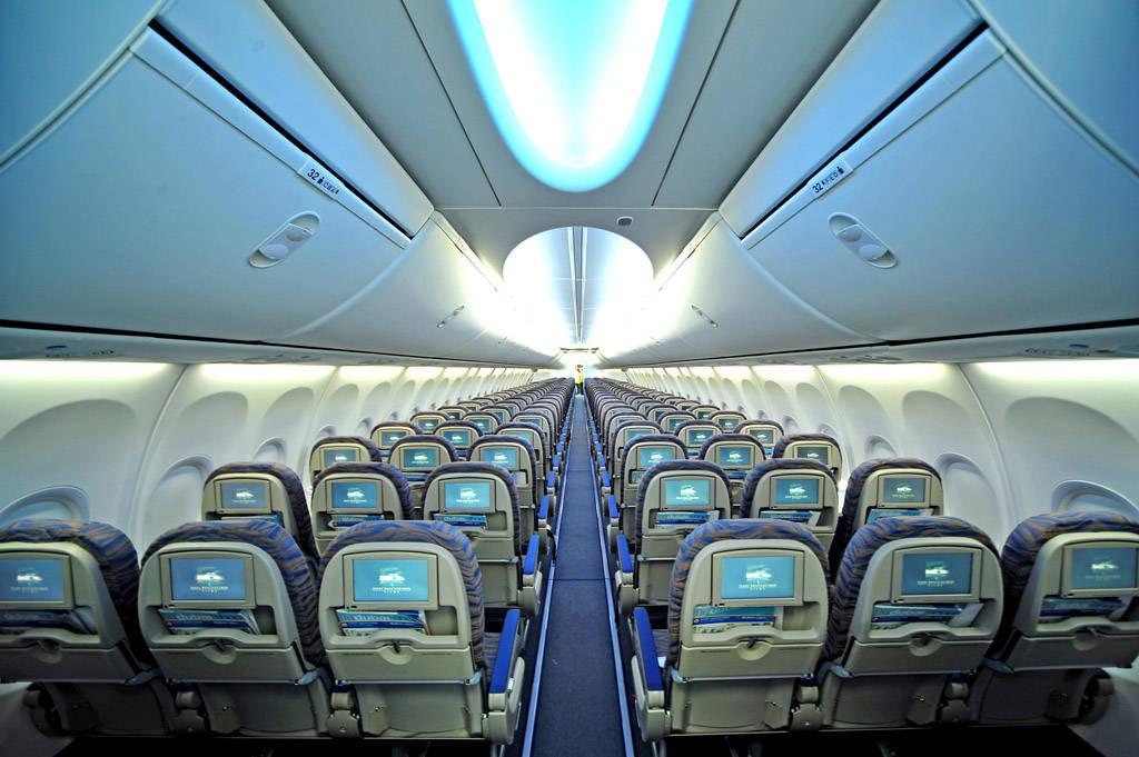 flydubai-low-cost-airplane