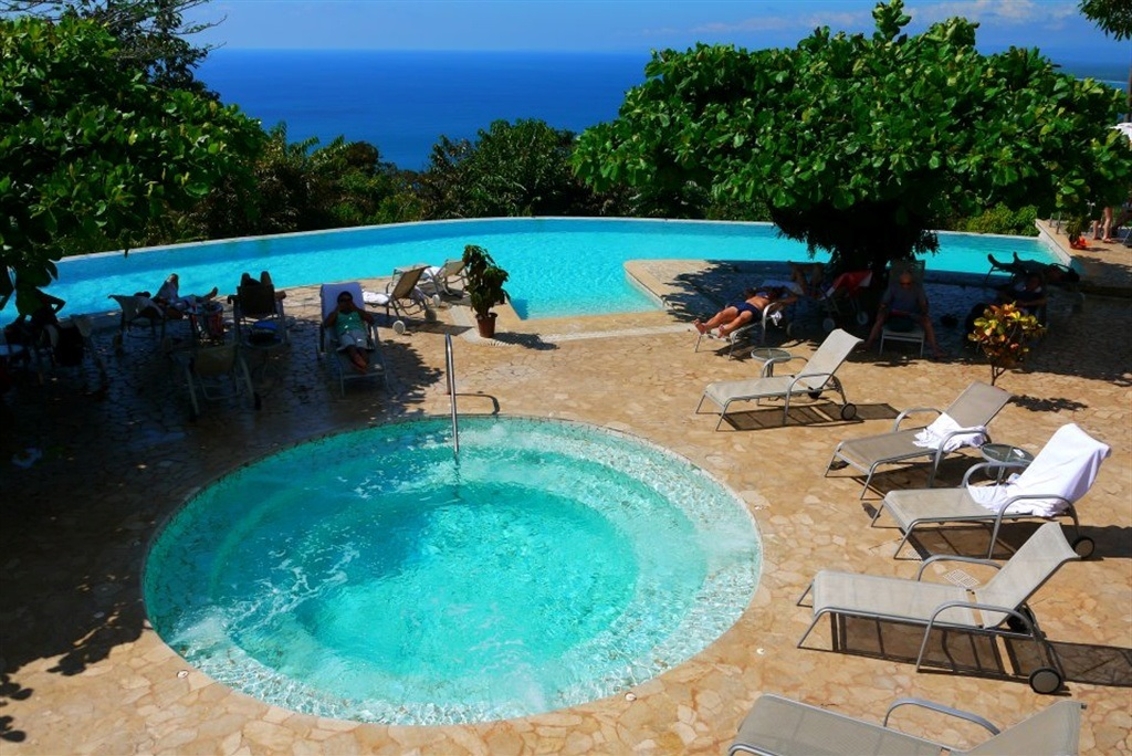 hotel-la-mariposa-manuel-antonio-costa-rica-pool-and-jacuzzi.jpg.1024x0