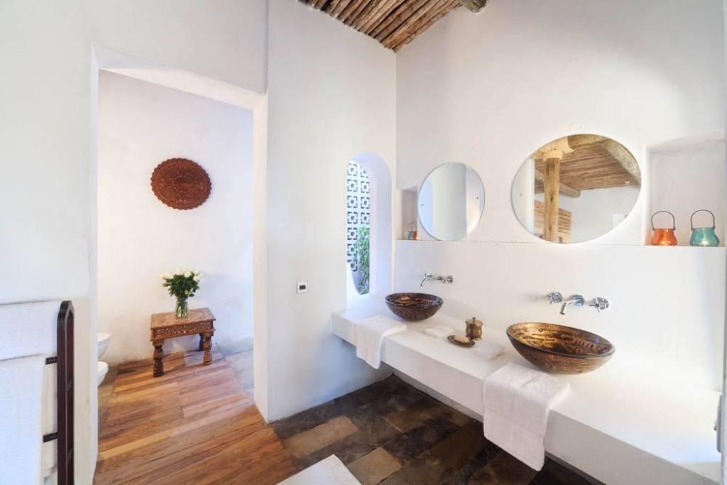 saruni-ocean-kenya-bathroom
