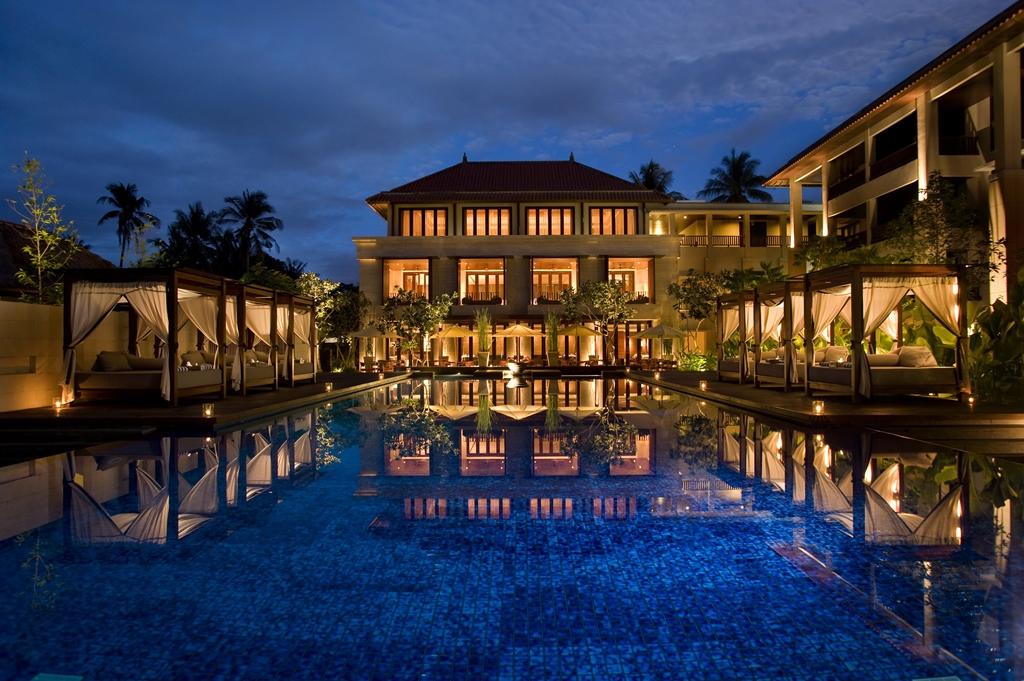 08-Conrad-Suites-Pool-in-Evening