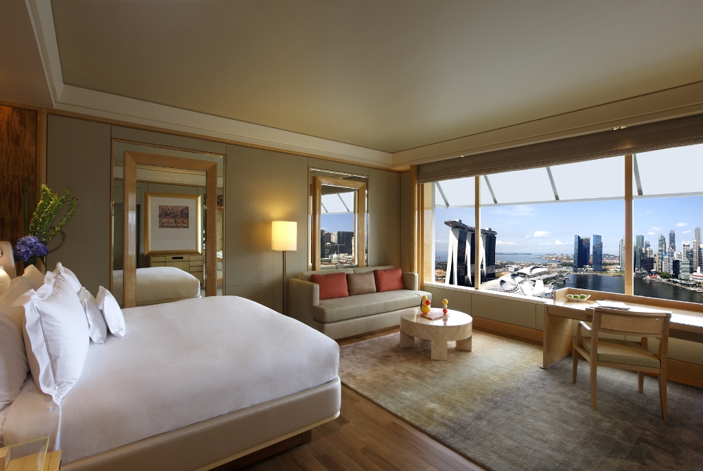 Deluxe_room_with_Marina_Bay_view,_The_Ritz-Carlton_Millenia_Singapore_-_20110722