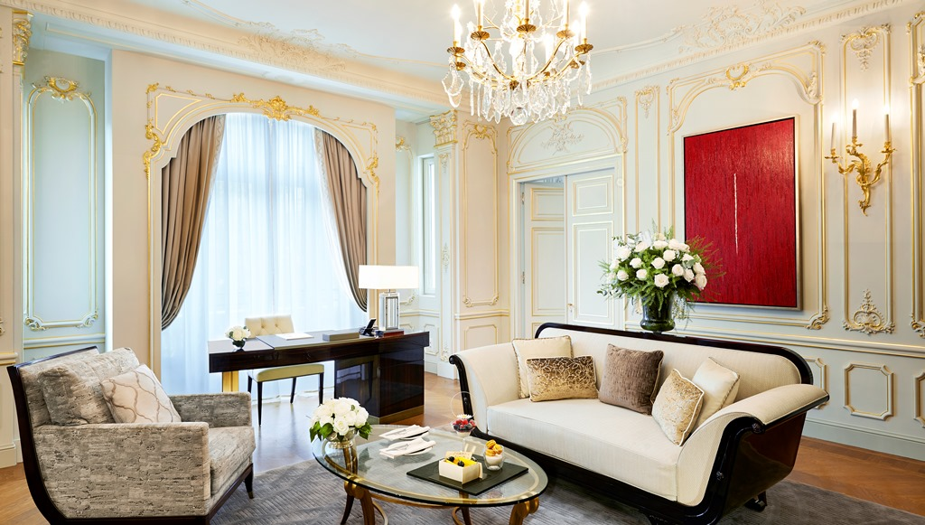 Living Room Suits : The Theme Suites of The Peninsula Paris