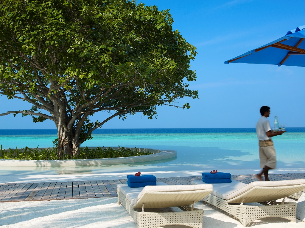 Dusit Thani Maldives_pool B
