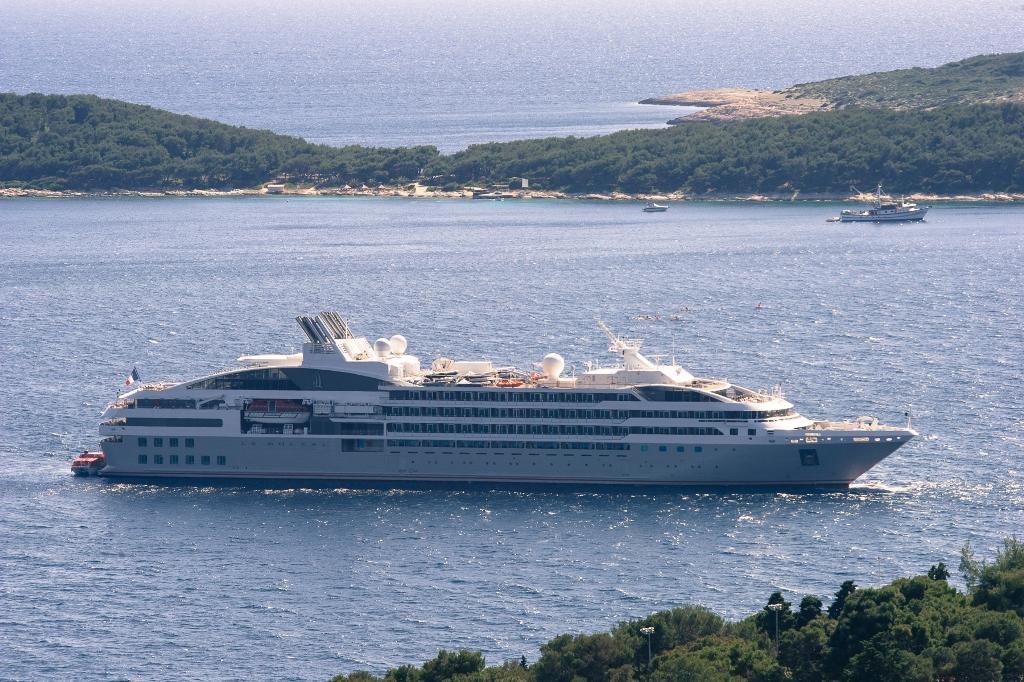 Le Soléal cruise ship; Exterior