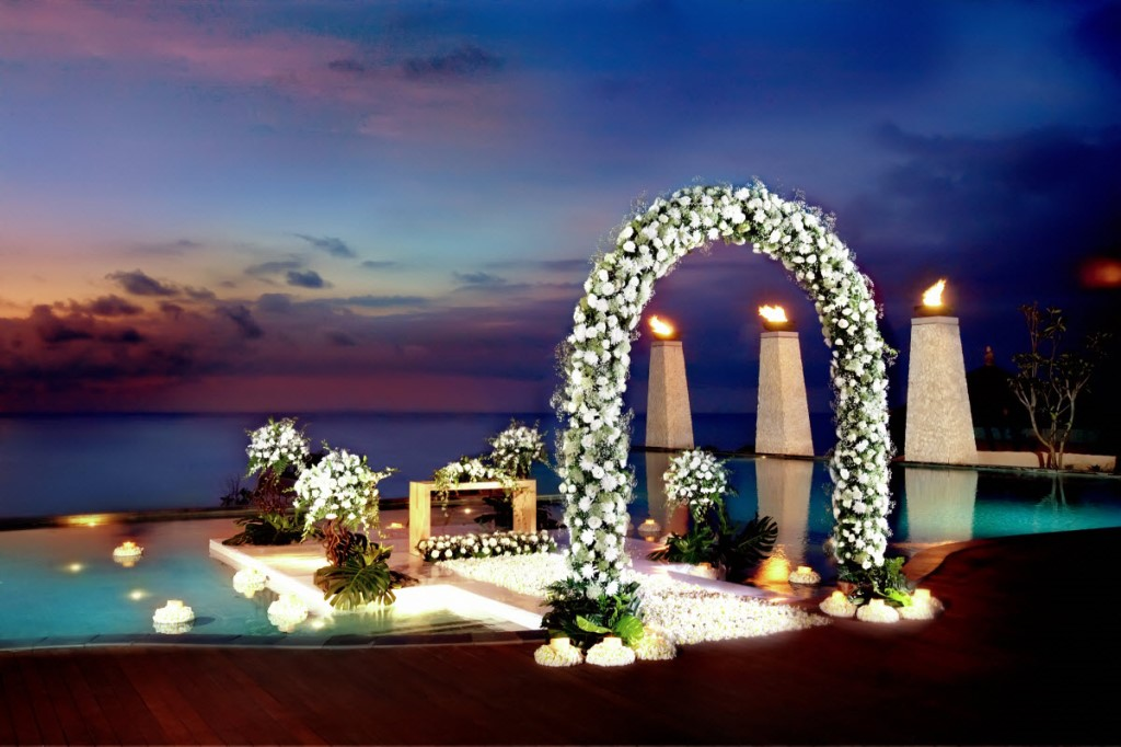 banyantree_ungasan_bali_016_wedding_at_main_pool