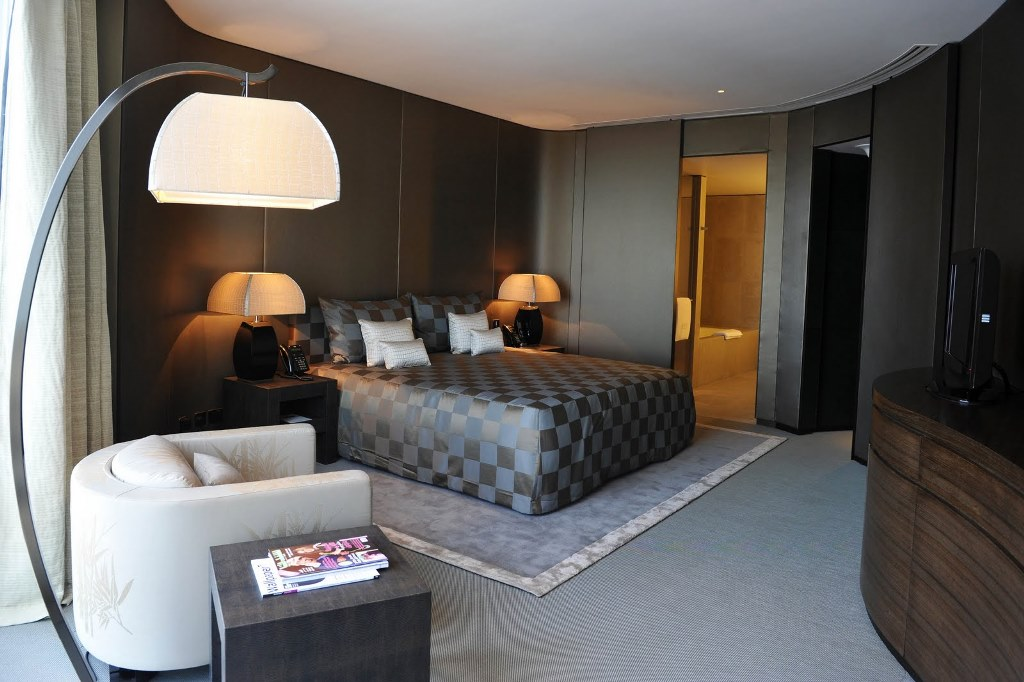 Armani-hotel-room-Milan