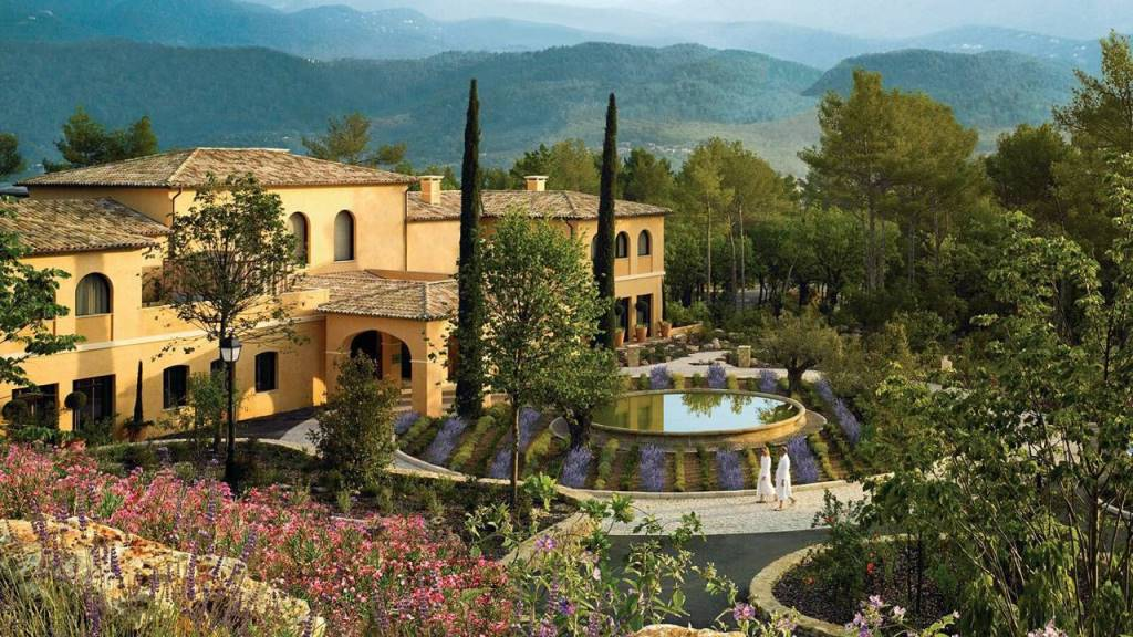 Four-seasons-hotel-terre-blanche_spa-exterior