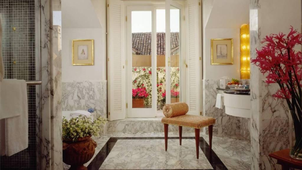 four-seasons-hotel-milano-room-bathroom