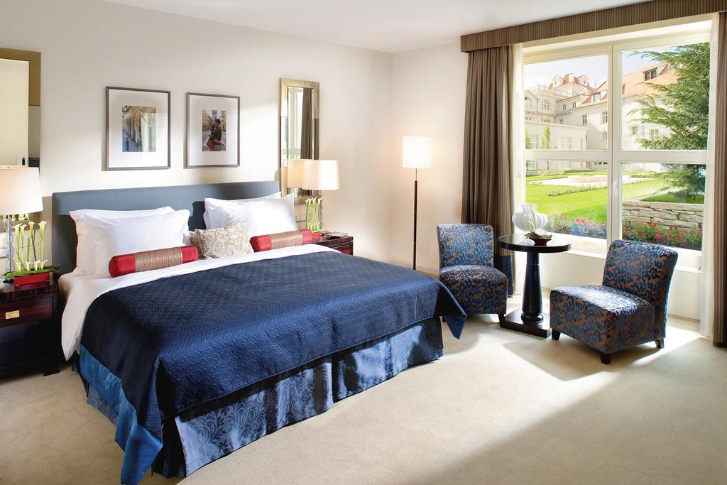 prague-room-deluxe-terrace-room-01