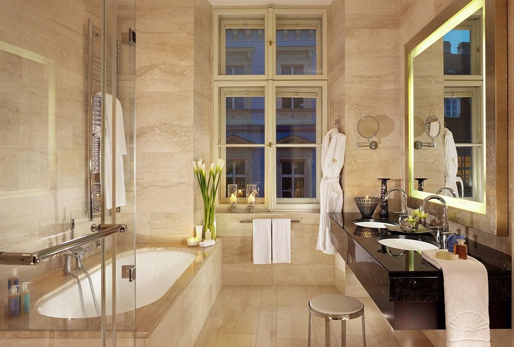 prague-suite-deluxe-suite-bathroom-01 (1)