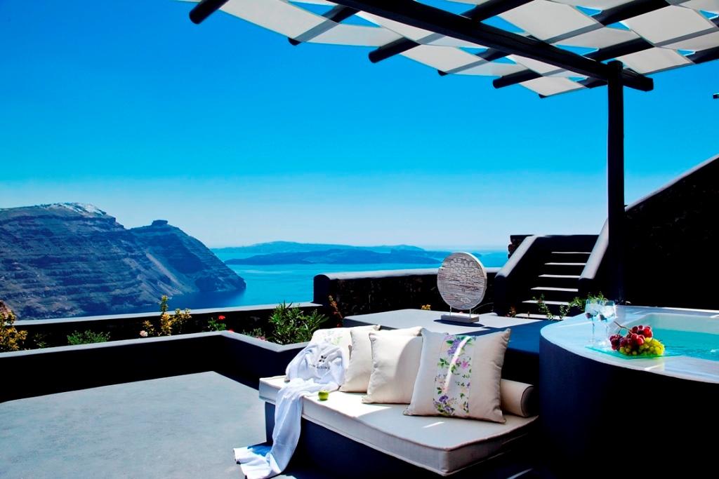 Top 5 luxury hotels in santorini for Escapio hotels