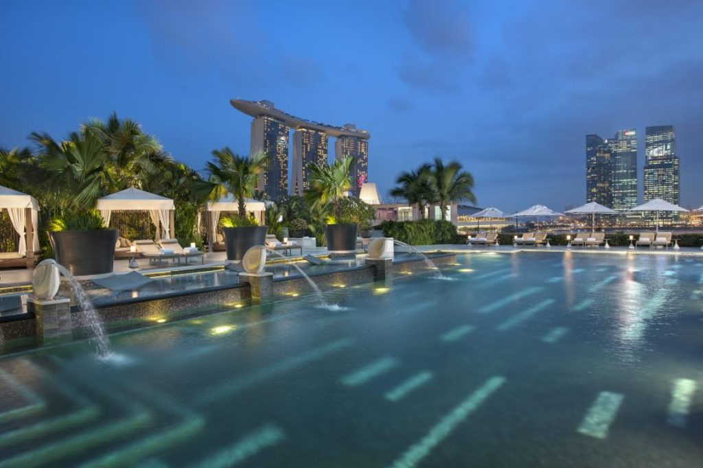 Swim in style at mandarin oriental singapore for Pool garden marina mandarin