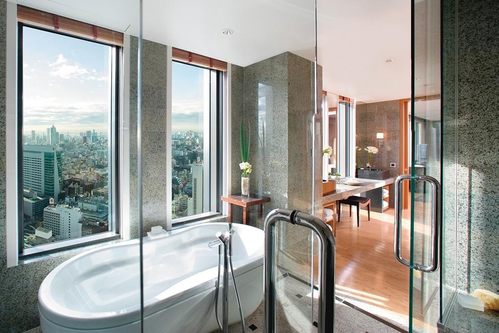 tokyo-suite-executive-suite-bathroom-01