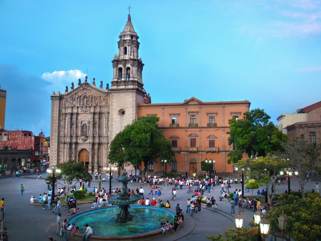 Hilton san luis potosi hotel opens in mexico for Cafe el jardin centro historico