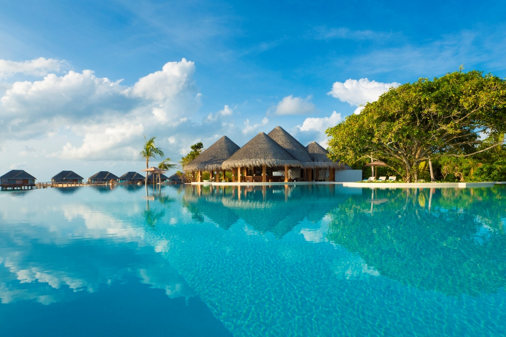 Resorts_main_swimming_pool_photoLarge