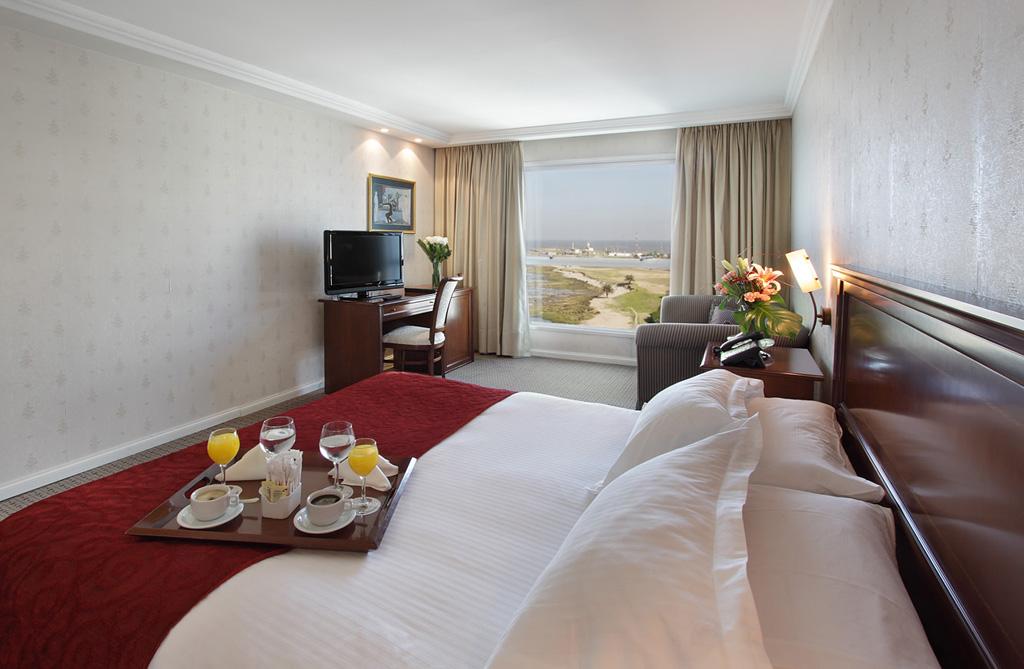 cala_di_volpe_boutique_hotel_1321360739