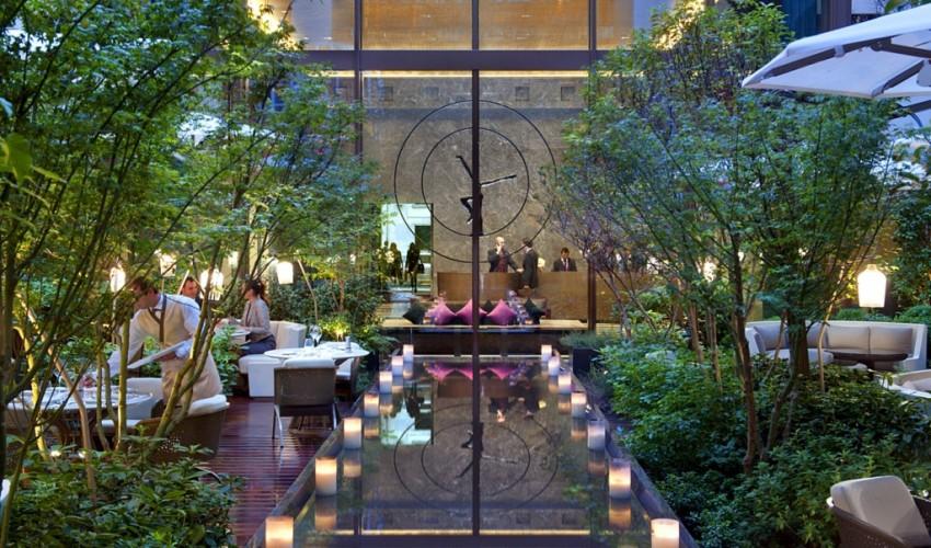 Lantern rooftop bar singapore fullerton hotel marina bay - Restaurant paris avec terrasse jardin ...