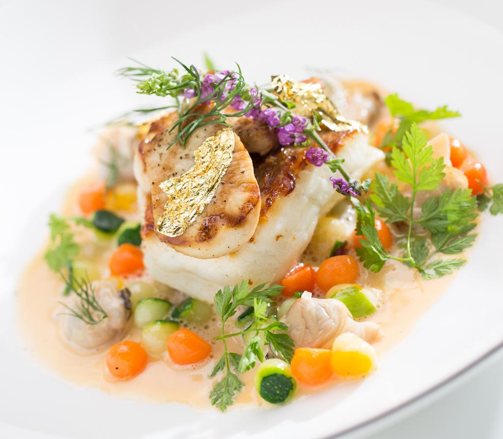 MOTPE_Cafe Un Deux Trois_Roasted turbot Vegetable pearls, meunière clams, Château- Chalon sauce 爐烤比目魚佐珍珠蔬菜