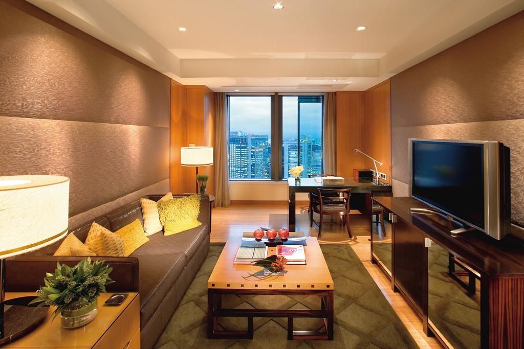 Mandarin-Oriental-Tokyo-executive-suite-living-room-01