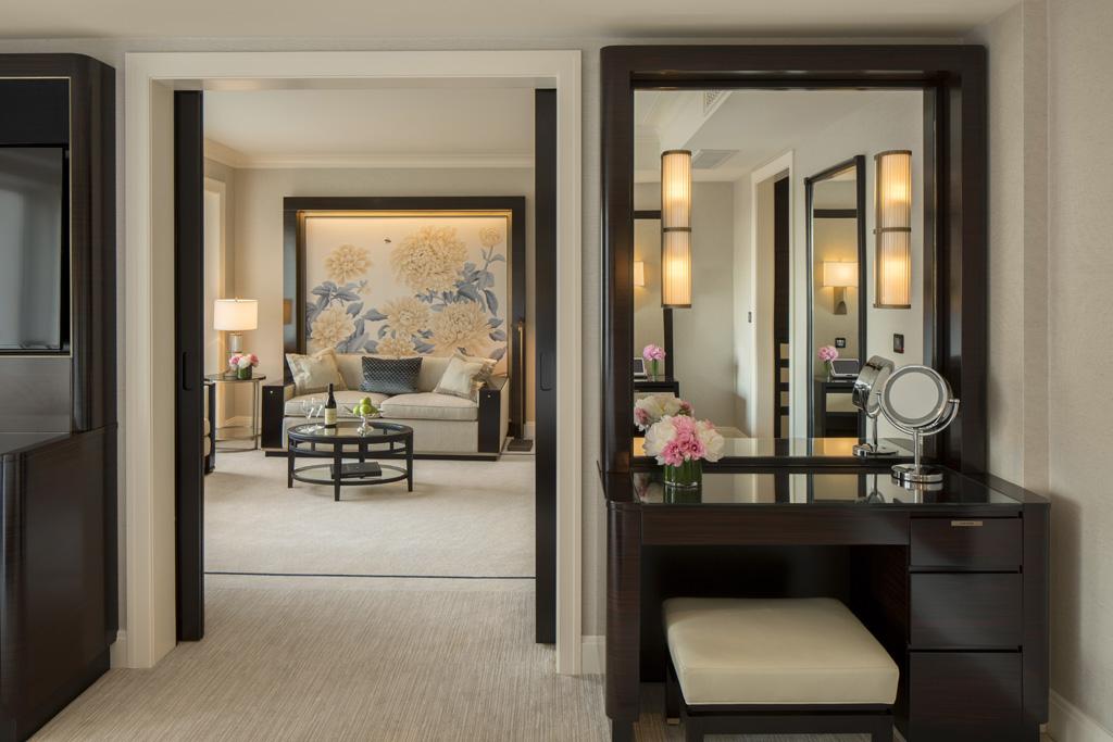 Premier Deluxe Suite Dressing Area