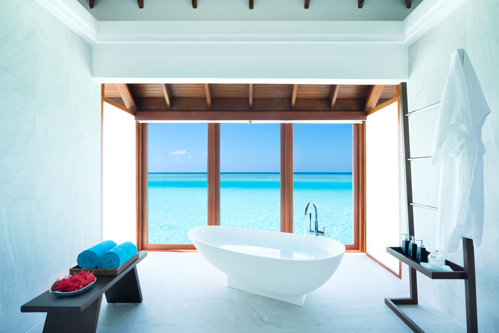 Anantara_Dhigu_Resort_Over_Water_Suite_Bathtub