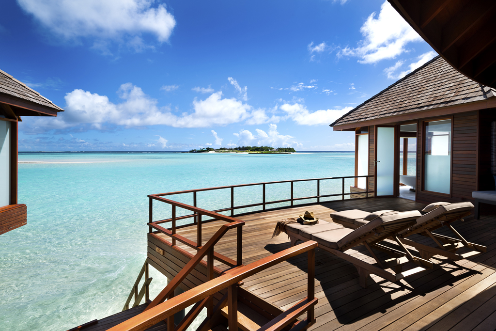 Anantara_Dhigu_Resort_Sunrise_Over_Water_Suite_Deck