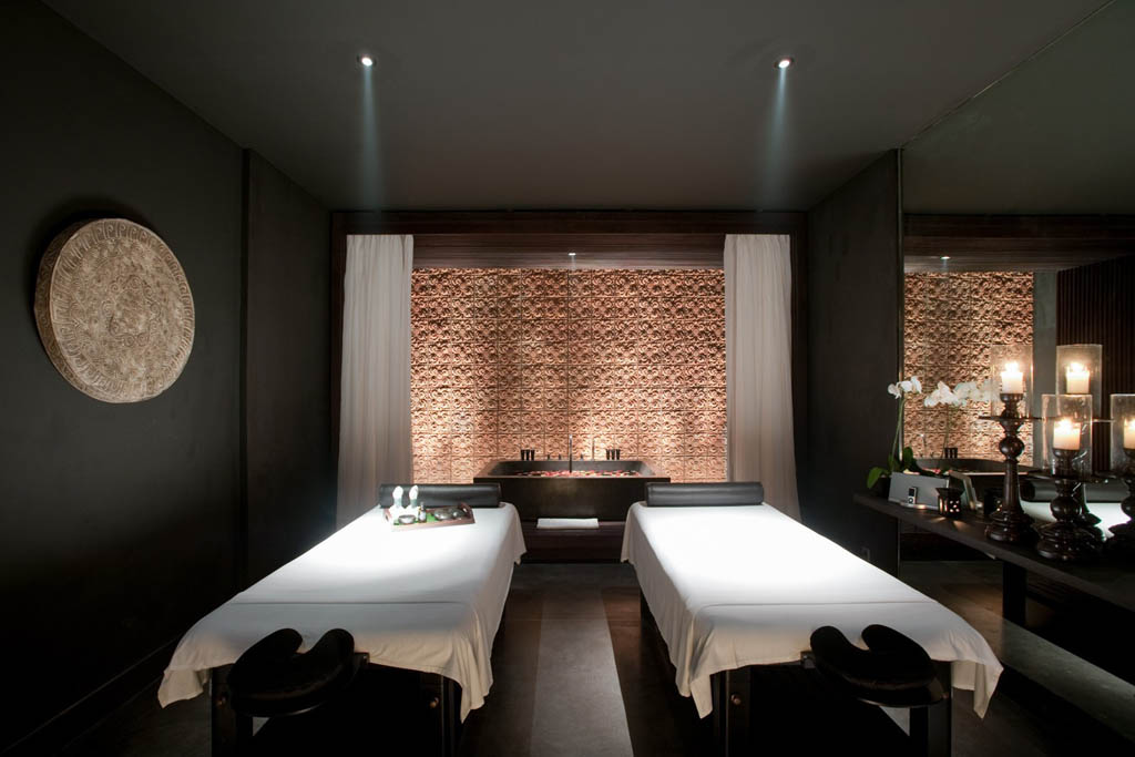 Aroma Spa Room Color ~ Bold design celebrates tradition at rosewood beijing