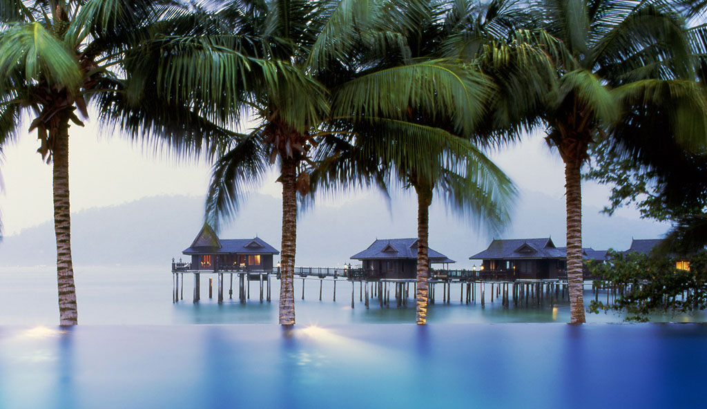 The most amazing water villas in the world for Palm tree villas 1