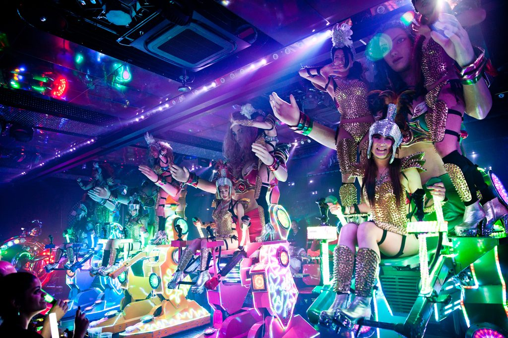 robot-restaurant-japan-10