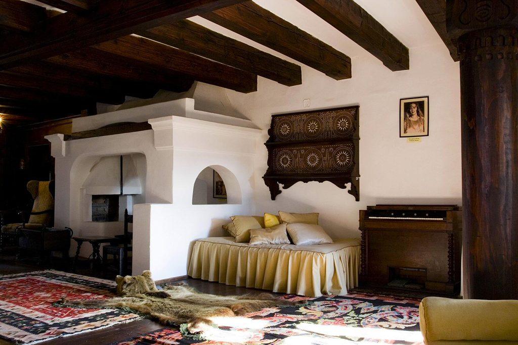 bran-castle-room