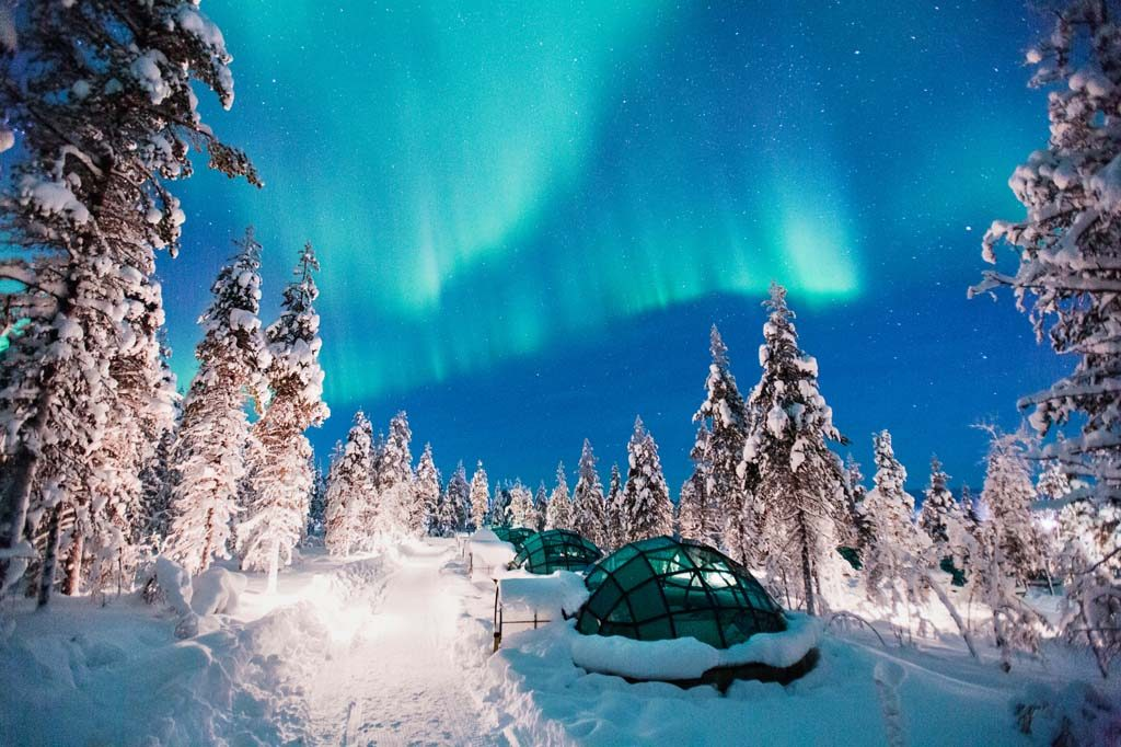 kakslauttanen-glass-igloos-northern-lights-3