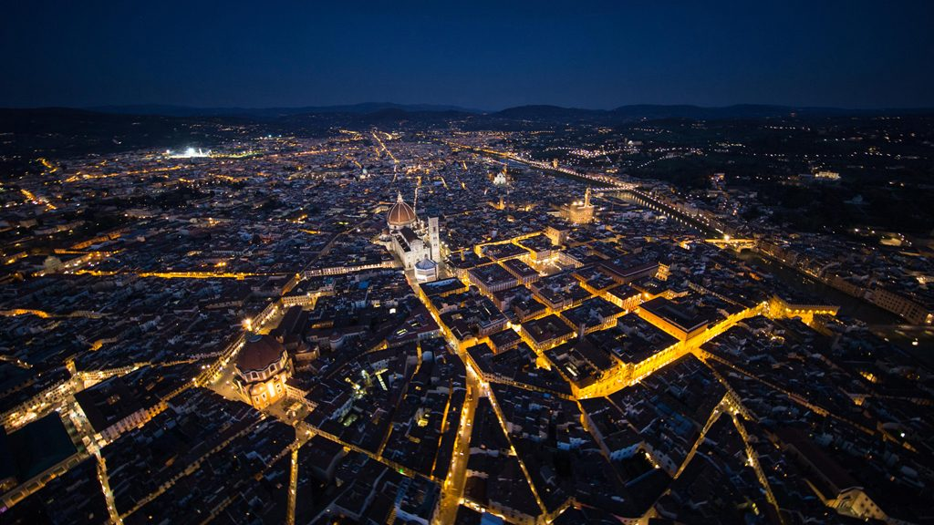 Firenze, vedute aeree notturne della città 2015-04-07 © Massimo Sestini