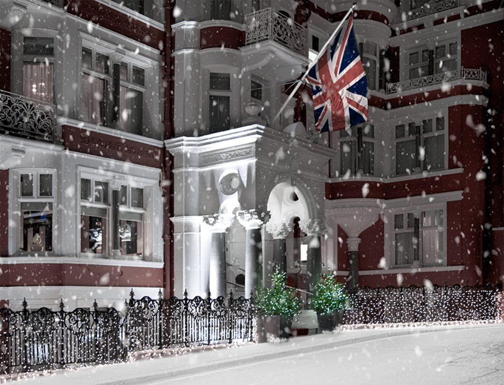 exterior-with-snow_st-james-hotel-and-club_london