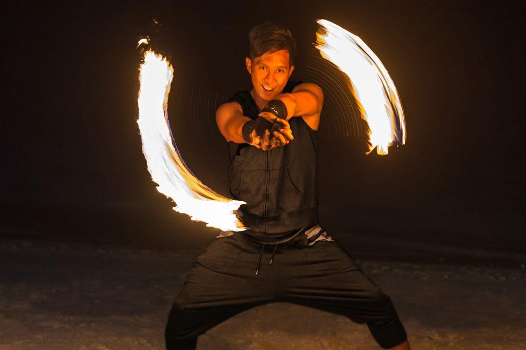 jumeirah_vittaveli_-_art_of_poi_-_fire_dance