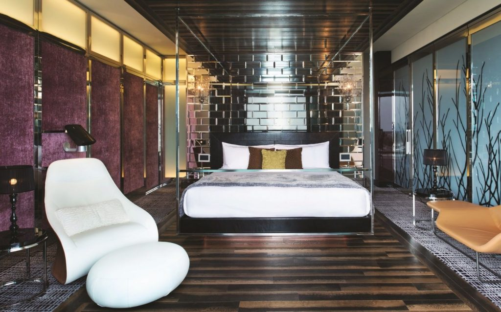 Extreme-WOW-Suite-Bedroom