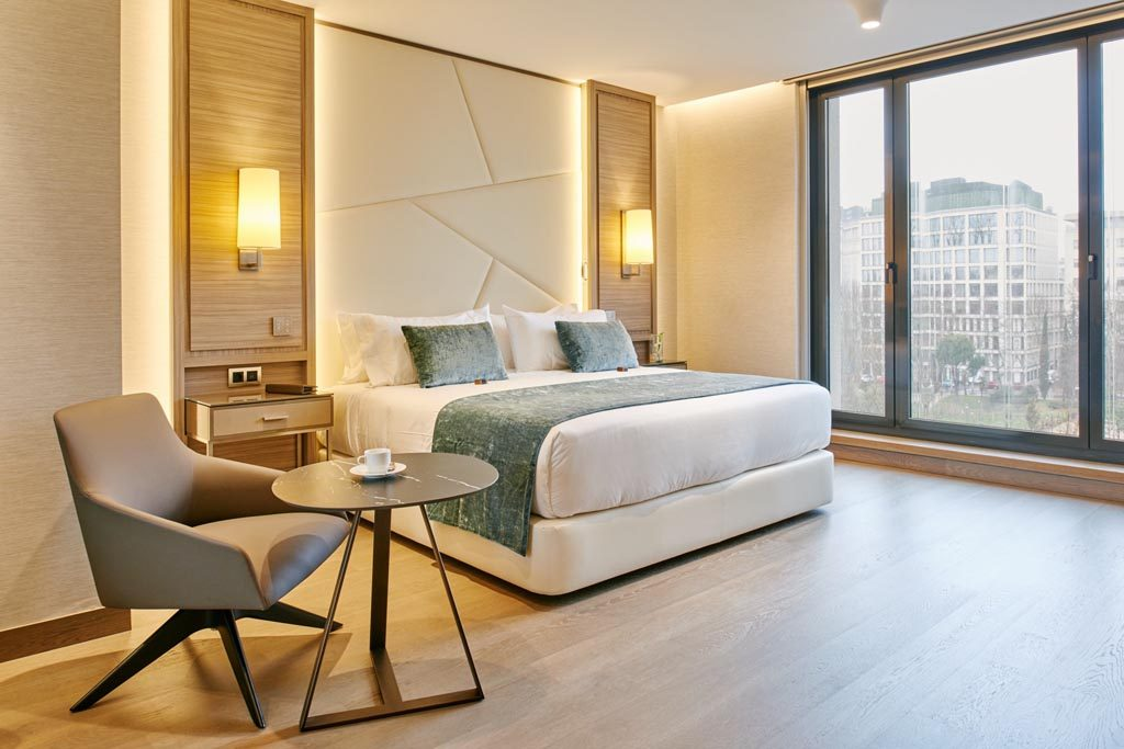 Vp plaza espana design mixes design contemporary art madrid for Design hotel madrid